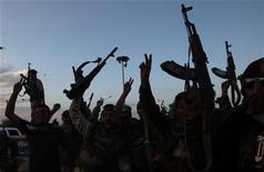 Anti-Gaddafi militants celebrate in the centre of Bani Walid after its capture, October 17, 2011. REUTERS/Ismail Zitouny