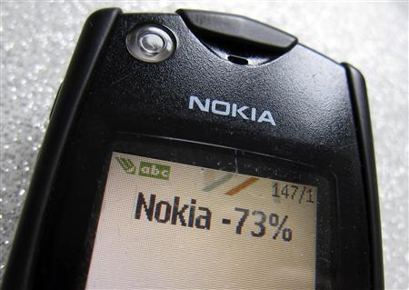 A text message of the Q4 Nokia results is seen on the screen of an early Nokia mobile phone in this photo illustration taken in Paris January 26, 2012. REUTERS/Mal Langsdon