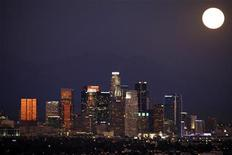 <p>The Los Angeles downtown skyline is pictured from the Baldwin Hills State Park, California October 12, 2011. Picture taken October 12, 2011 REUTERS/Mario Anzuoni</p>