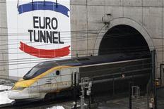 <p>Eurotunnel a annoncé lundi une hausse de 11% à périmètre constant de son chiffre d'affaires sur l'ensemble de 2011, soutenu notamment par le dynamisme de son activité de navettes. /Photo d'archives/REUTERS/Pascal Rossignol</p>