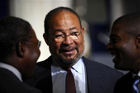 Citigroup Chairman Richard Parsons waits for an address by President Barack Obama about the global financial crisis, at Federal Hall in New York September 14, 2009. REUTERS/Jeff Zelevansky