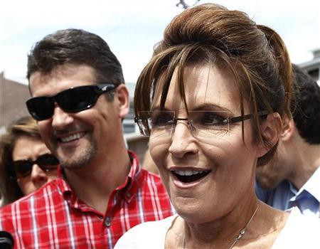 Former Governor of Alaska Sarah Palin and her husband Todd visit the Iowa State Fair in Des Moines, Iowa, August 12, 2011.  REUTERS/Jim Young