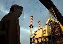 Алюминиевый завод Vale в городе Баркарена в штате Пара. Фотография сделана 14 августа 2008 года. Бразильская горнорудная компания Vale SA остановила подземные работы на месторождениях никеля и меди в канадской провинции Онтарио после аварии в воскресенье, во время которой погиб один шахтер. REUTRES/Paulo Santos