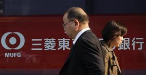 <p>Mitsubishi UFG Financial Group (MUFG), première banque japonaise par les actifs, a vu son bénéfice net reculer de 39% au troisième trimestre, sous l'effet de dépréciations d'actifs et du ralentissement du marché local du crédit. /Photo prise le 14 novembre 2011/REUTERS/Kim Kyung-Hoon</p>