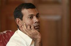 Президент Мальдивской Республики Мохамед Нашид дает интервью Рейтер в Мале, 29 января 2012 года. Президент Мальдивской Республики Мохамед Нашид во вторник ушел в отставку спустя три недели протестов в стране, к которым присоединилась полиция. REUTERS/Dinuka Liyanawatte