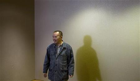 Lai Changxing, one of China's most wanted fugitives, waits to take part in a news conference in Vancouver, British Columbia September 18, 2007. REUTERS/Andy Clark/Files