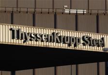 Штаб-квартира ThyssenKrupp AG в Дуйсбурге 23 сентября 2010 года. Немецкая сталелитейная компания ThyssenKrupp неожиданно сообщила об операционном убытке в первом квартале финансового года из-за снижения спроса, расходов на запуск предприятия в Бразилии и списаний в судостроительном подразделении. REUTERS/Ina Fassbender
