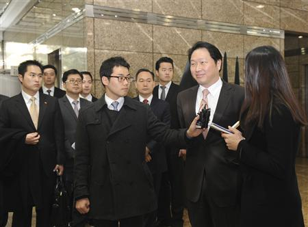 Reporters interview SK Group chairman Chey Tae-won (2nd R) as he arrives at a main office building of Hynix Semiconductor in Seoul February 14, 2012. South Korean chipmaker Hynix named SK Group chairman Chey as its co-chief executive after the group's flagship company SK Telecom become its top shareholder following a $3 billion deal. The appointment, announced on Tuesday, came after some shareholders opposed Hynix's plan to nominate Chey to the board, citing concerns that he would not be able to manage Hynix properly due to an ongoing court case over embezzlement charges against him, which he denies.  REUTERS/Yonhap