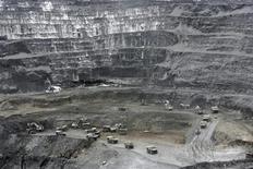 Общий вид на месторождение Кумтор в Киргизии, 6 июня 2011 г. ВВП Киргизии сократился в январе на 12,5 процента из-за уменьшения добычи на критически важном для экономики одной из беднейших стран Центральной Азии золотом месторождении Кумтор, сообщило правительство. REUTERS/Vladimir Pirogov