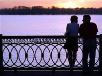 <p>A couple stands at the embankment of the Volga River in Samara, about 1000 km (620 miles) southeast of Moscow May 18, 2007. Pictures taken May 18, 2007. REUTERS/Sergei Karpukhin</p>