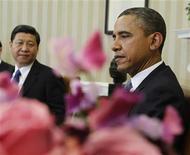 Президент США Барак Обама (справа) на встрече с зампредседателем КНР Си Цзиньпином в Вашингтоне, 14 февраля 2012 года. Президент США Барак Обама сказал будущему лидеру Китая во вторник, что Пекин должен придерживаться тех же правил торговли, что и другие сверхдержавы, и пообещал продолжать требовать от Китая соблюдения прав человека. REUTERS/Jason Reed