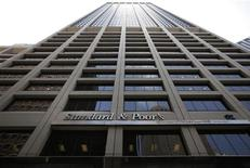 Здание офиса Standard and Poor's в Нью-Йорке, 8 августа 2011 года. Международное рейтинговое агентство Standard & Poor's ждет замедления экономического роста в РФ в 2012 году на фоне ускорения инфляции и действий Центробанка РФ, направленных на сдерживание темпов кредитования во втором полугодии. REUTERS/Brendan McDermid