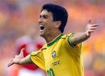 O brasileiro Bebeto comemora seu gol [contra a Dinamarca] durante as quartas de final na Copa do Mundo, 3 de julho de 1998. O tetracampeão mundial é o novo integrante do Comitê Organizador Local da Copa do Mundo de 2014, informaram nesta quinta-feira o COL e assessores do ex-jogador. REUTERS/Desmond Boylan