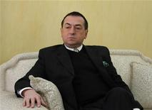 Российский посол Андрей Аветисян во время интервью в Кабуле, 16 февраля 2012 года. Россия надеется подключиться к ряду амбициозных инвестпроектов в покидаемом силами НАТО Афганистане с целью поддержать хрупкую стабильность государства, в котором советские войска на протяжении десятилетия вели неудачную войну, сказал в четверг посол России в Кабуле. REUTERS/Mohammad Ismail