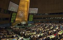 Члены Генеральной Ассамблеи ООН голосуют по вопросу принятия резолюции по Сирии, 16 февраля 2012 года. Генеральная Ассамблея ООН в четверг большинством голосов приняла резолюцию по Сирии, подготовленную Лигой Арабских государств, которая обвиняет власти Сирии в масштабном нарушении прав человека и требует отставки президента страны Башара аль-Асада. REUTERS/Andrew Kelly