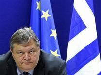 <p>Le ministre des Finances grec Evangelos Vénizélos. Selon les termes d'un accord trouvé dans la nuit à Bruxelles, la dette grecque sera ramenée à 120,5% du PIB d'ici 2020 grâce à un nouveau programme de prêts publics de 130 milliards d'euros et à une restructuration de la dette détenue par les créanciers privés. /Photo prise le 21 février 2012/REUTERS/Yves Herman</p>
