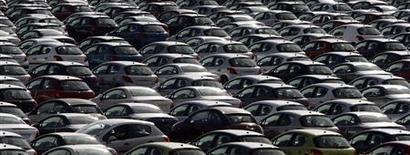 <p>La perspective d'une possible alliance entre le français PSA Peugeot Citroën et l'américain General Motors suscite mercredi l'enthousiasme en Bourse mais aussi l'inquiétude sur le front de l'emploi, les usines européennes des deux constructeurs souffrant de surcapacités. /Photo d'archives/REUTERS/Sergio Perez</p>