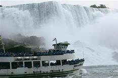 "The ""Maid of the Mist"" ventures at the bottom of the Horseshoe Falls, Canadian side, at Niagara Falls, Ontario July 28, 2007. REUTERS/Gary Cameron"