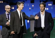 """Writer and director Alexander Payne (C) accepts the best screenplay award along with co-writers Jim Rash (L) and Nat Faxon (R) for """"The Descendants"""" at the 2012 Film Independent Spirit Awards in Santa Monica, California, February 25, 2012. REUTERS/Rick Wilking"""