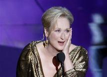 """A atriz Meryl Streep recebe o Oscar de Melhor Atriz por seu trabalho em """"A Dama de Ferro"""", em Los Angeles, nos Estados Unidos. 26/02/2012 REUTERS/Gary Hershorn"""