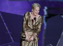 "Actress Meryl Streep accepts the Oscar for Best Actress for her role in ""The Iron Lady"" at the 84th Academy Awards in Hollywood, California, February 26, 2012.  REUTERS/Gary Hershorn"