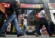 Pedestrians walk past a new Tim Hortons coffee and bake shop in Midtown Manhattan section of New York July 13, 2009. REUTERS/Brendan McDermid