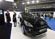 The Peugeot 3008 Hybrid4 is pictured during the International Motor Show (IAA) in Frankfurt, September 14, 2011.  REUTERS/Ralph Orlowski