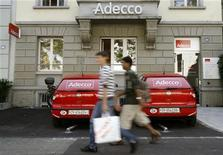 <p>Adecco, numéro un mondial du placement de personnel, a annoncé jeudi une simplification de son réseau en France qui se traduira par la suppression de plus de 500 postes. /Photo d'archives/REUTERS/Arnd Wiegmann</p>
