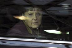 Los jefes de Estado y de Gobierno de la Unión Europea trataban el jueves de lograr el equilibrio entre la austeridad presupuestaria y reanimar el crecimiento en la primera cumbre en dos años en la que la crisis de deuda de la zona euro no eclipsó todo lo demás. En la imagen, la canciller alemana Angela Merkel llega a la cumbre de líderes de la UE en Bruselas, el 1 de marzo de 2012. REUTERS/Laurent Dubrule