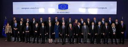 Лидеры стран-членов ЕС на саммите Европейского союза в Брюсселе, 1 марта 2012 г. Лидеры Европейского союза в четверг спорили о правильном балансе между экономными бюджетами и экономическим ростом на первом саммите за последние два года, не занятым полностью долговым кризисом еврозоны. REUTERS/Yves Herman
