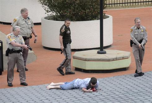 Police shoot Tulsa gunman