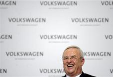 <p>Martin Winterkorn, président du directoire de Volkswagen. Si le constructeur pense battre en 2012 et 2013 le record de ventes qu'il a établi l'an dernier, la croissance de ses bénéfices devrait en revanche marquer une pause cette année, en raison des investissements massifs qu'il prévoit dans de nouvelles technologies. /Photo prise le 12 mars 2012/REUTERS/Fabian Bimmer</p>