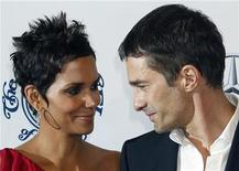 Actress Halle Berry and boyfriend Olivier Martinez arrive at the Carousel of Hope Ball in Beverly Hills, California October 23, 2010. REUTERS/Fred Prouser
