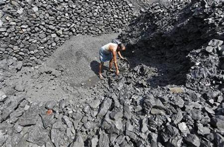 A labourer works at a wholesale coal shop in Kolkata October 20, 2010. REUTERS/Rupak De Chowdhuri/Files