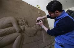 Yasir Abdul-Hakim, a sculpture student, works on a sculpture at Iraq's Fine Arts Academy in Baghdad March 6, 2012. REUTERS/Mohammed Ameen
