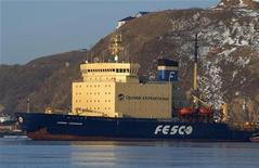"""Судно """"Капитан Хлебников"""" в порту Владивостока, 17 ноября 2009 г."""
