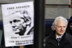 O fundador do WikiLeaks Julian Assange chega ao Supremo Tribunal em Londres, 1o de fevereiro de 2012. Assange planeja se candidatar a uma cadeira no Senado da Austrália, anunciou o grupo anti-sigilo no Twitter neste sábado. REUTERS/Stefan Wermuth