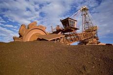 <p>Dans une mine de fer australienne appartenant à BHP Billiton. Le premier minier mondial, tout comme les autres producteurs australiens de minerai de fer, a laissé entendre que la croissance de la demande chinoise était susceptible de ralentir en raison des mesures prises par Pékin pour éviter une surchauffe. /Photo d'archives/REUTERS/BHP Billiton</p>