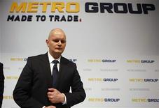 <p>Le président du directoire de Metro, Olaf Koch. Le distributeur allemand estime que son chiffre d'affaires 2012 sera en hausse mais que son résultat sera à peu près stable par rapport à 2011 en raison des incertitudes économiques et de ses coûts de développement. /Photo prise le 20 mars 2012/REUTERS/Ina Fassbender</p>