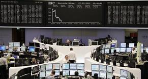 <p>Les Bourses européennes creusent leurs pertes jeudi à mi-séance et Wall Street est attendue en baisse à l'ouverture. A Paris, vers 12h40, le CAC 40 perd 1,55%. A Francfort, le Dax cède 1,37% et à Londres, le FTSE recule de 0,91%. L'Eurostoxx 50 abandonne 1,52%. /Photo prise le 22 mars 2012/REUTERS/Remote/Antonio Bronic</p>