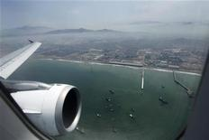 <p>L'Inde a formellement emboîté le pas à la Chine en demandant jeudi à ses compagnies aériennes de refuser de participer au programme de l'Union européenne visant à taxer les émissions de carbone dans le transport aérien. /Photo prise le 23 février 2012/REUTERS/Mariana Bazo</p>