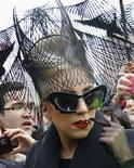 <p>Foto de archivo de la cantante Lady Gaga en la Universidad de Harvard en Cambridge, EEUU, feb 29 2012. De la moda ecológica de un diseñador que ha vestido a Lady Gaga a una versión futurista del kimono tradicional y una muestra de ropa de calle que ha atraído a más de 10.000 personas, la Semana de la Moda de Japón ha subrayado la innovación y diversidad por la que se conoce a Tokio desde hace tiempo. REUTERS/Brian Snyder</p>