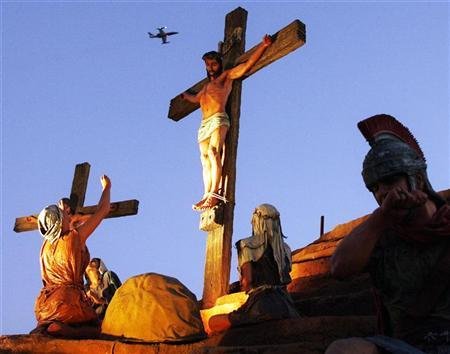 Life-size statues are seen in the recreation of the hill of Golgotha where Jesus was crucified at the Buenos Aires' theme park Tierra Santa (Holy Land) July 1, 2007. REUTERS/Enrique Marcarian