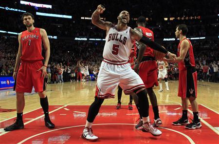 Chicago Bulls' Carlos Boozer (C) celebrates his team's win over the Toronto Raptors in overtime during their NBA basketball game in Chicago March 24, 2012. REUTERS/Jim Young