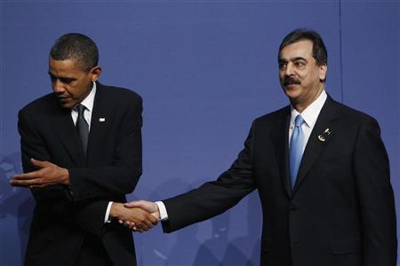 U.S. President Barack Obama welcomes Pakistan's Prime Minister Yusuf Raza Gilani (R) to the Nuclear Security Summit in Washington, April 12, 2010. REUTERS/Jim Young