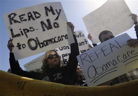 Dueling chants as demonstrators vent over U.S. healthcare law