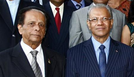 Mauritius' President Anerood Jugnauth (L) poses for a photograph with Prime Minister Navinchandra Ramgoolam (R) after the swearing-in ceremony in the capital Port Louis May 11, 2010. REUTERS/Ally Soobye/Files