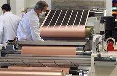 <p>L'activité du secteur manufacturier français a ralenti en mars, selon les résultats définitifs de l'enquête Markit auprès des directeurs d'achats. /Photo d'archives/REUTERS/Régis Duvignau</p>