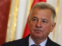 Президент Венгрии Пал Шмитт на пресс-конференции в Будапеште, 29 марта 2012 г. Президент Венгрии Пал Шмитт, лишенный на прошлой неделе докторской степени, объявил в понедельник о своей отставке. REUTERS/Bernadett Szabo