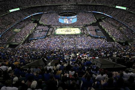 Overall view of the court early in the first half of the men's NCAA Final Four championship college basketball game between the Kentucky Wildcats and the Kansas Jayhawks in New Orleans, Louisiana, April 2, 2012. REUTERS/Jonathan Bachman
